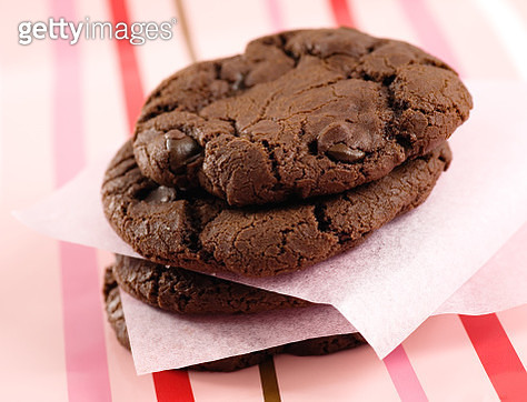 Chocolate Chip Cookies On Table - gettyimageskorea