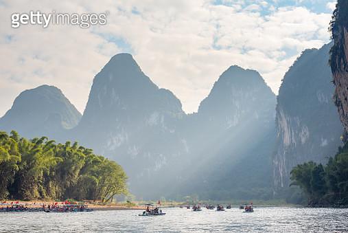 Li River karst hills landscape with limestone mountains in Xingping, Yangshuo, Guilin, Guangxi province, China - gettyimageskorea
