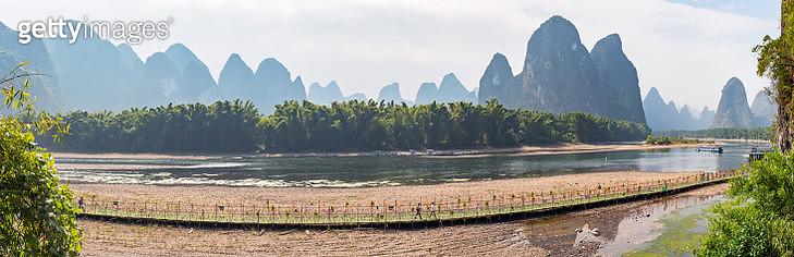 Li River karst hills landscape with limestone mountains panorama in Xingping, Yangshuo, Guilin, Guangxi province, China - gettyimageskorea