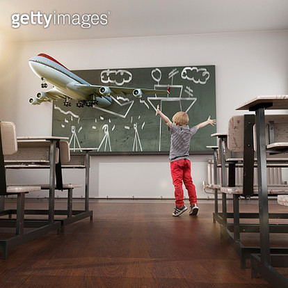 Kid excited with his realistic drawing in a blackboard - gettyimageskorea