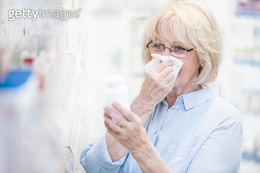 Senior woman in pharmacy - gettyimageskorea