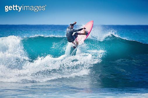 Surfing in Kauai Hawaii - gettyimageskorea