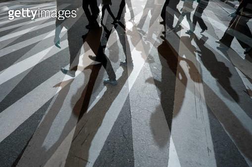 Pedestrians crossing the street on a zebra crossing, Paulista avenue, São Paulo, Brazil - gettyimageskorea