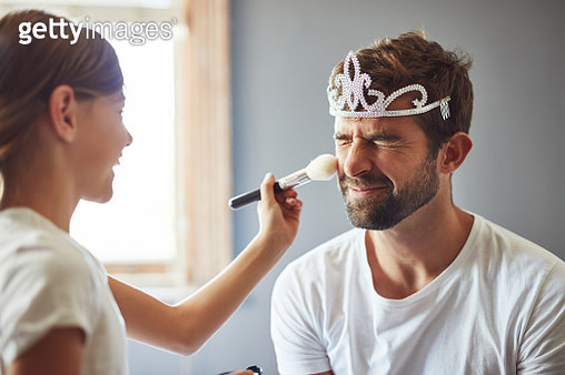 I love that Daddy plays dress up with me - gettyimageskorea