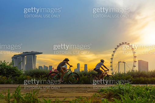 Cycling at sunset, Singapore city. - gettyimageskorea