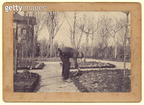 <b>Title</b> : Gustave Caillebotte (1848-94) gardening at Petit Gennevilliers, February 1892 (b/w photo)<br><b>Medium</b> : black and white photograph<br><b>Location</b> : Musee Marmottan, Paris, France<br> - gettyimageskorea