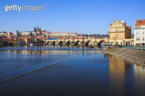 Prague Charles Bridge, Vltava River and castle (Czech Republic) - gettyimageskorea