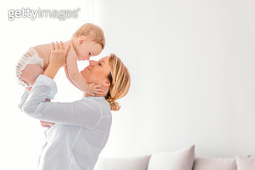 What a joy to be able to hold you - gettyimageskorea