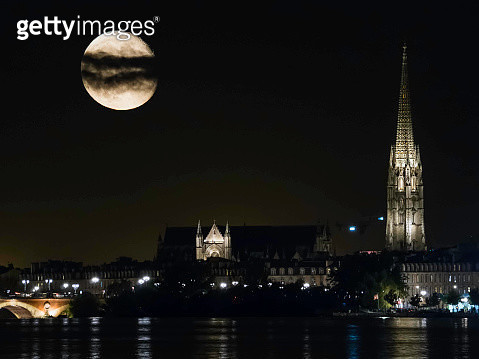 View along the River Garonne in Bordeaux at Night] - gettyimageskorea