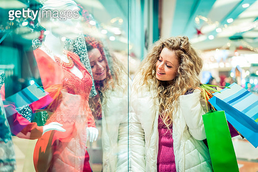 Italy, Lombardy, Milan, Woman with shopping bags in a shopping center - gettyimageskorea
