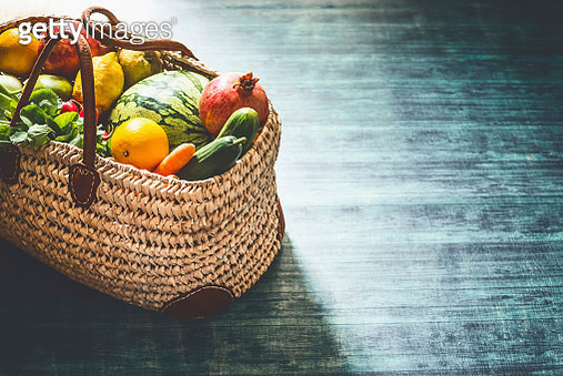 Various local markt fruits and vegetables in rattan wicker shopping bag - gettyimageskorea