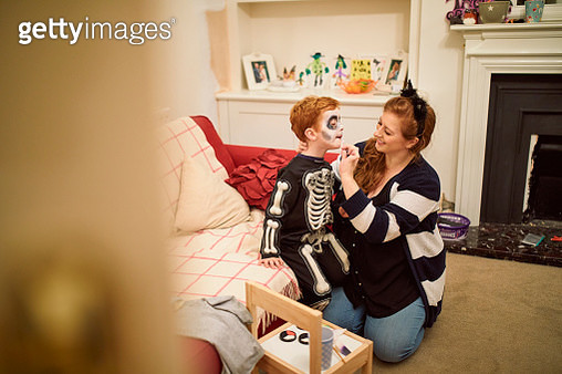 Putting His Makeup On For Halloween - gettyimageskorea