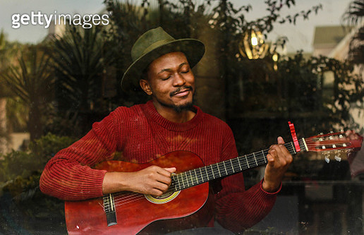 Influencer from South Africa playing the guitar while self-isolating - gettyimageskorea