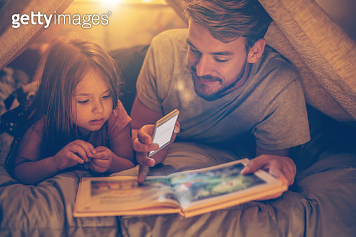 Father and daughter enjoying at home. - gettyimageskorea