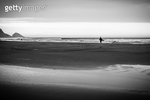 Surfer in Black and White - gettyimageskorea
