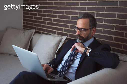 Businessman working on a business trip at the hotel room - gettyimageskorea