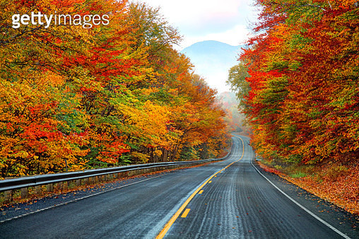Autumn on the Kancamagus Highway in New Hampshire - gettyimageskorea