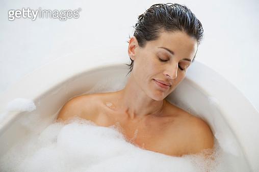 Serene woman enjoying bubble bath - gettyimageskorea