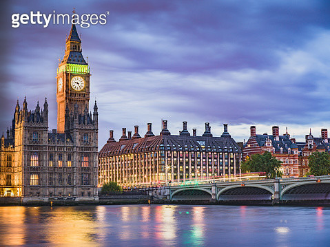 A beautiful scenery of Westminster bridge, part of the Houses of Parliament and Big Ben, the long exposure allowed beautiful effect on clouds and Thames river surface - gettyimageskorea