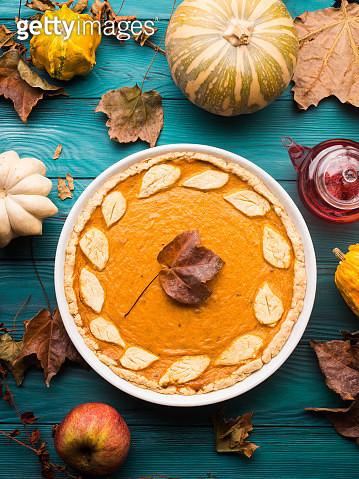 Green Autumn Background With Pumpkin Pie - gettyimageskorea
