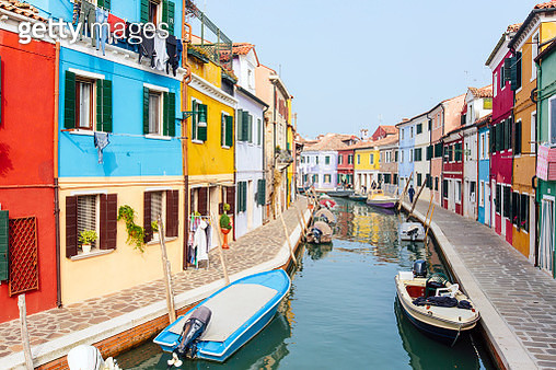 Bright vibrant houses along the canal in Burano, Veneto region, Italy - gettyimageskorea