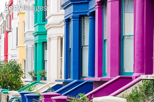 Multi colored vibrant townhouses in Notting Hill, London, England, UK - gettyimageskorea