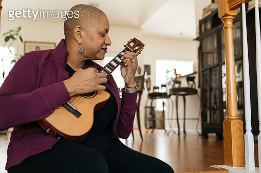 playing the ukelele at home - gettyimageskorea