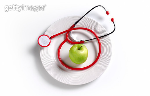 apple on a plate with a stethoscope, healthy eating advice - gettyimageskorea