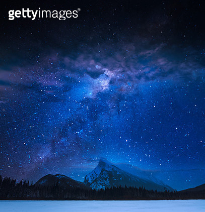 Mt. Rundle at night in Banff National Park - gettyimageskorea