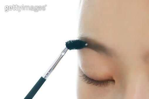 Woman applying eyebrow brush - gettyimageskorea