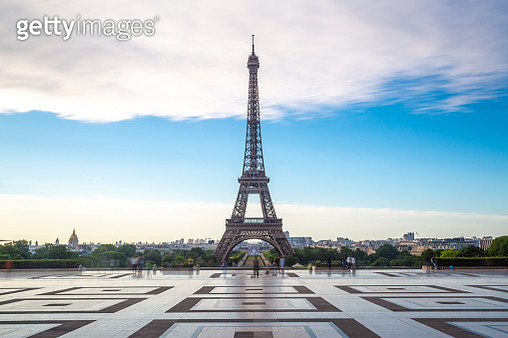Low angle view of Eiffel tower at sunrise on Trocadero - gettyimageskorea