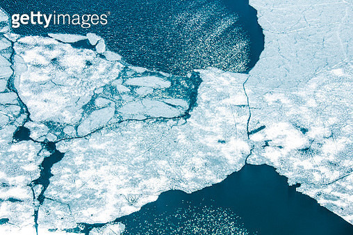 Aerial zenithal view of abstract details of Pirola Lake during summer thaw. - gettyimageskorea