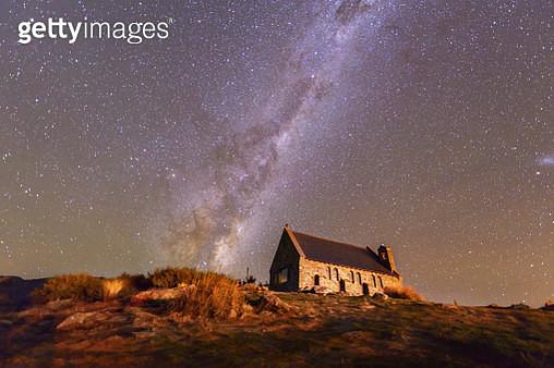Milky way at the Church of the Good Shepherd, Lake Tekapo, New Zealand - gettyimageskorea