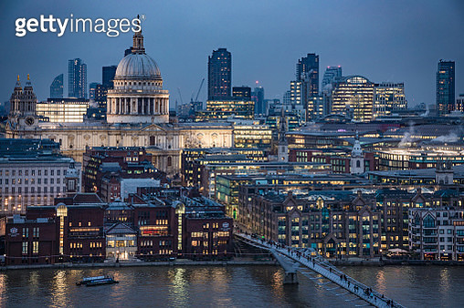 Saint Paul's Cathedral during evening hours as seen from high angle on the South bank - stock image - gettyimageskorea