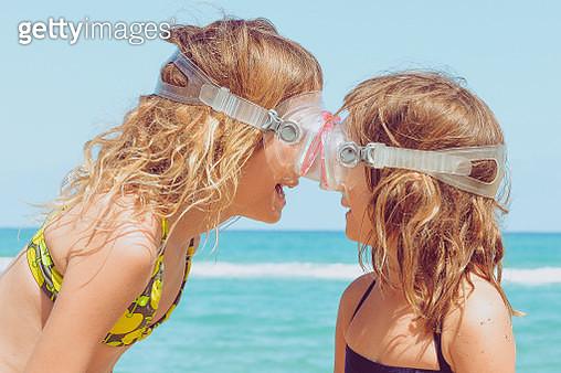 Goggle Girls - gettyimageskorea