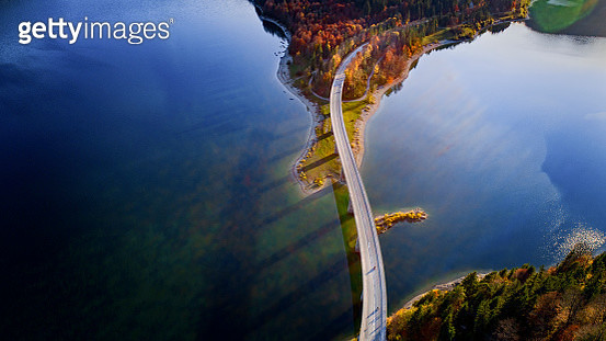 Aerial view of bridge over Sylvenstein Lake in autumn - gettyimageskorea