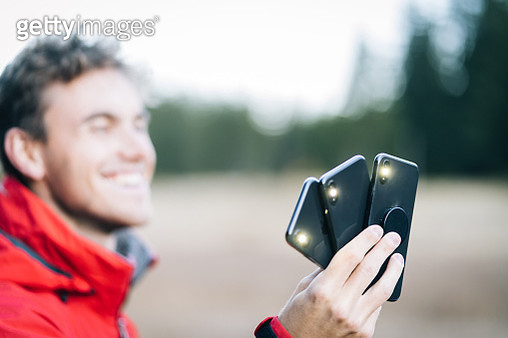 Flashes come from all three phones - gettyimageskorea