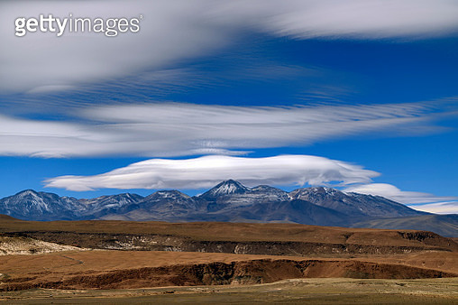 Lens-shaped Lenticular Clouds above Sairecabur volcanic group on the border of Bolivia and Chile. - gettyimageskorea