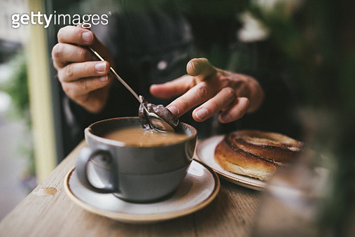 Man making tea in a cafe close up - gettyimageskorea