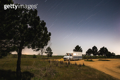 Motorhome under the stars - gettyimageskorea