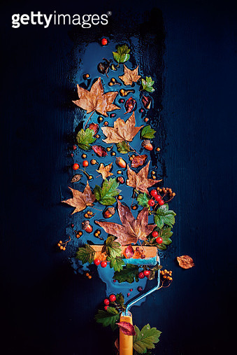 Painting Fall concept with a paint roller, autumn leaves and acorns. Creative seasonal flat lay on a dark background with copy space - gettyimageskorea