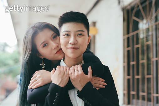 portrait of homosexual female couples dating - gettyimageskorea