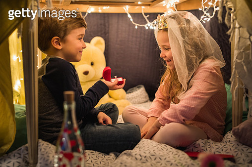 Romantic little boy proposing to his girlfriend in a tent at home. - gettyimageskorea