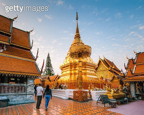 Couple visiting Wat Phra That Doi Suthep, Chiang Mai, Thailand - gettyimageskorea