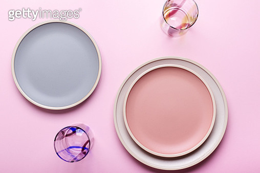 Empty plates and drinking glasses on pink background. Top view with copy space - gettyimageskorea