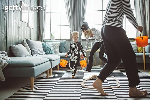 Halloween family - gettyimageskorea