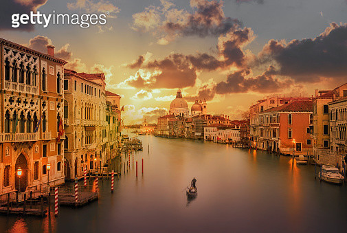 Gondola in the Grand Canal at sunset - gettyimageskorea