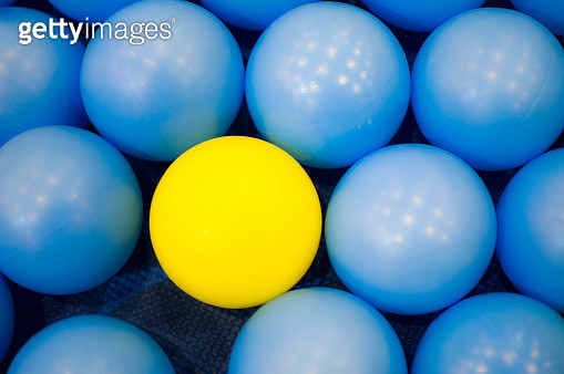 Blue balls and one yellow ball - gettyimageskorea