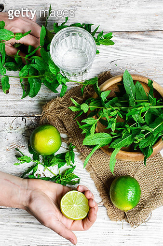 cocktail with lime and mint - gettyimageskorea