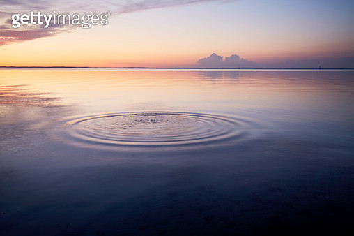 Rings in water of the sea and reflection of the sky during sunset - gettyimageskorea